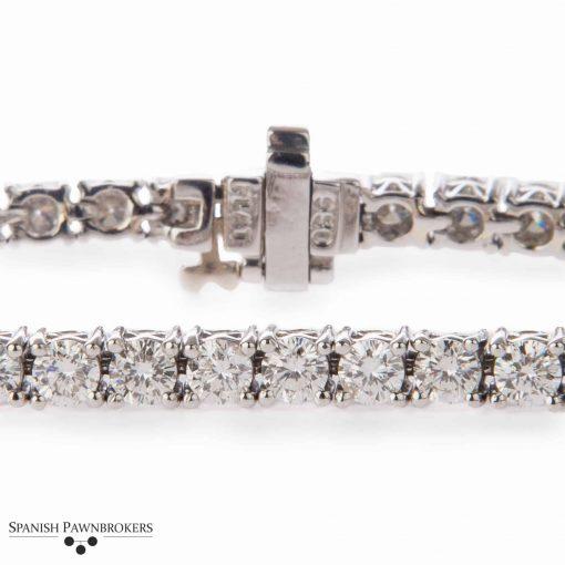 pre-owned Platinum Diamond tennis bracelet with 5.5 carats of round brilliant cut diamond