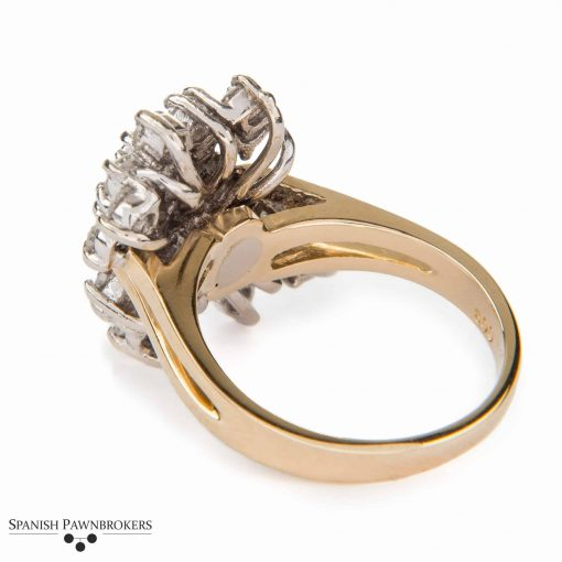Pre-owned Diamond Cluster Ring set with round brilliant cut diamonds and made of 14-carat yellow gold